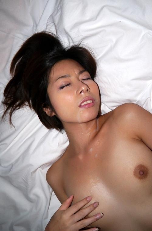 清楚系の美女を拘束セックスしてる画像 17