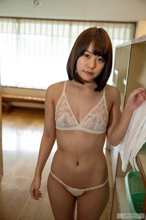 Eカップ美乳の美少女 八木奈々の入浴ヌード画像 1