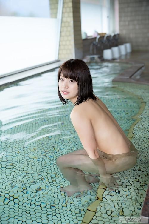 Eカップ美乳の美少女 八木奈々の入浴ヌード画像 7