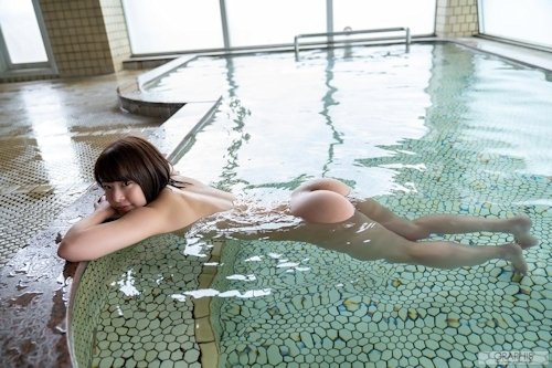 Eカップ美乳の美少女 八木奈々の入浴ヌード画像 12