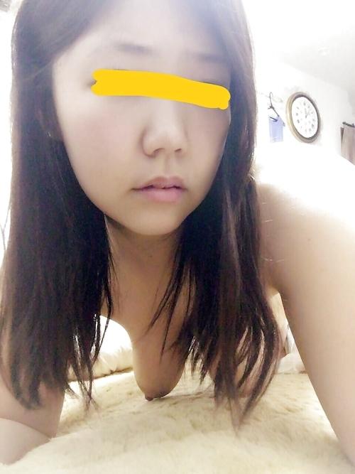 巨乳な若い素人女性が自分撮りしたおっぱい&マ○コ画像 2