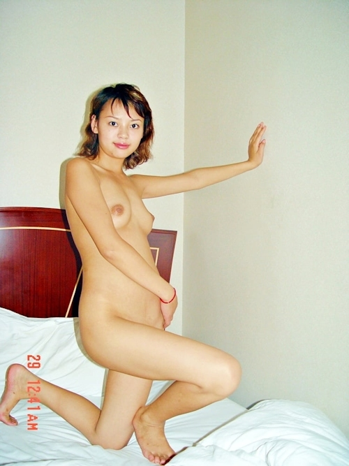 パイパンな美人妻のプライベートヌード画像 1