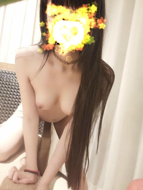 黒髪ストレート&美乳な清楚系素人少女のヌード画像 8