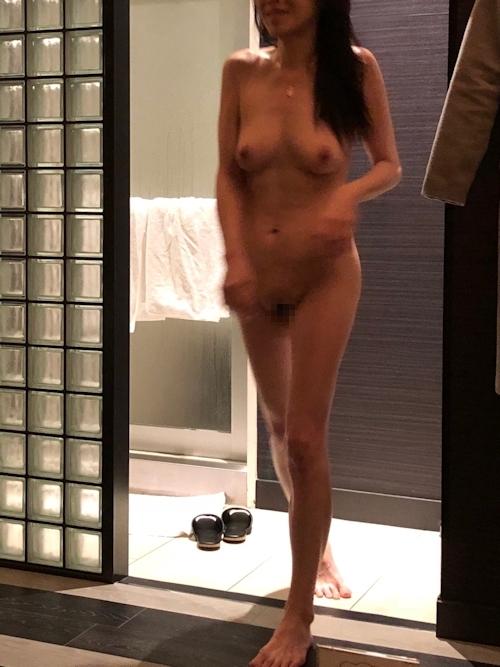 巨乳な人妻との不倫セックス画像 10