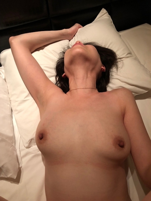 巨乳な人妻との不倫セックス画像 14