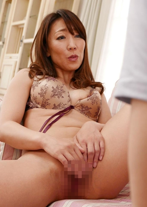 美熟女 村上佳苗の童貞狩りセックス画像 7