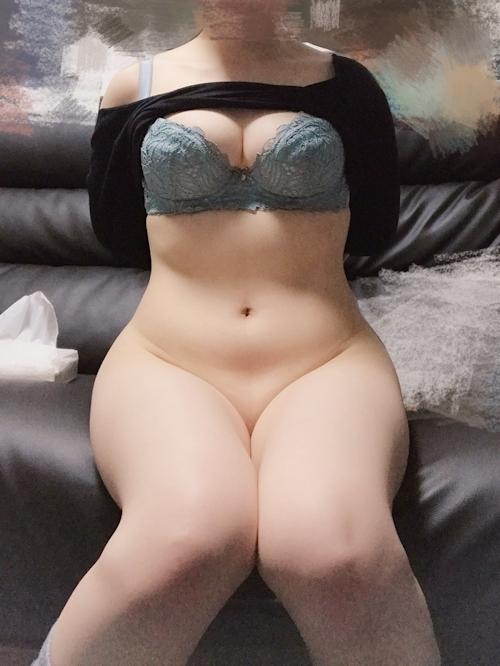 むっちり素人美女の下半身ヌード自分撮り画像 7