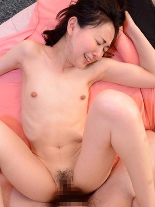 23歳微乳素人美女のセックス画像 17