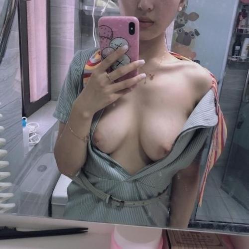 香港美人CAの自分撮りおっぱい画像が流出!? 1