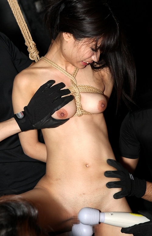 ロリ系黒髪パイパン美少女の緊縛中出しセックス画像 5