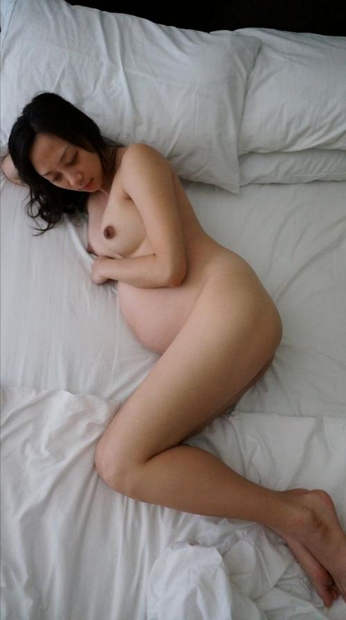 美人妊婦のヌード画像 11