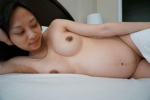 美人妊婦のヌード画像 14