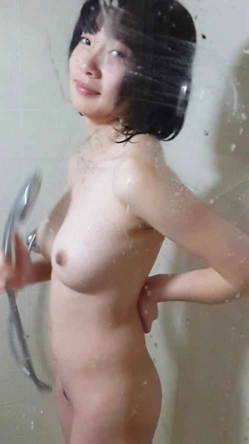 美乳な黒髪美少女のシャワーヌード画像 2