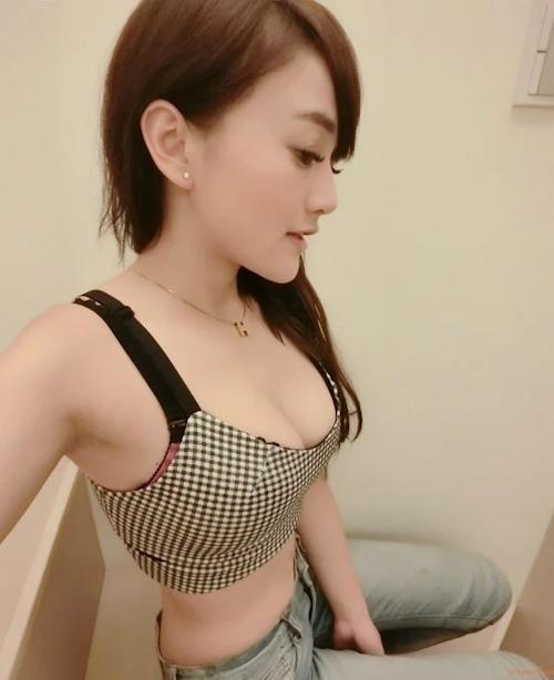 台湾巨乳美少女のセクシーヌード画像 6