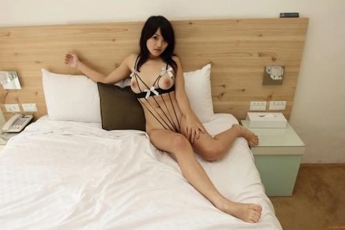 台湾巨乳美少女のセクシーヌード画像 17