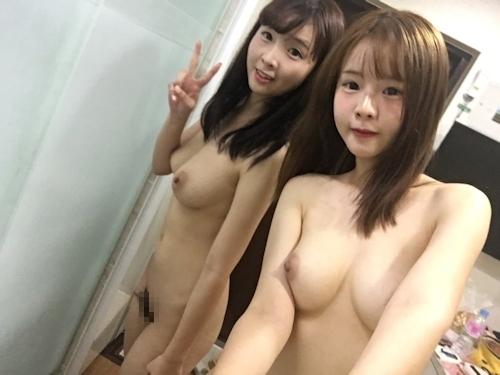 仲良しなアイドル級美少女2人が自分撮りしたヌード画像 3
