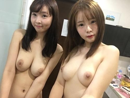 仲良しなアイドル級美少女2人が自分撮りしたヌード画像 5