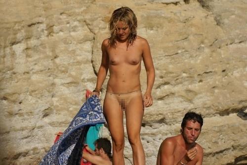 ビーチ・公園・イベントで裸になっちゃってる西洋美女ヌード画像特集 20