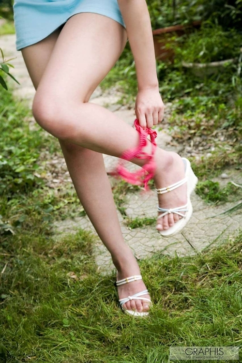 Gカップ美巨乳なきれいなお姉さん 姫咲りりあ が服を脱いで全裸になるヌード画像 6