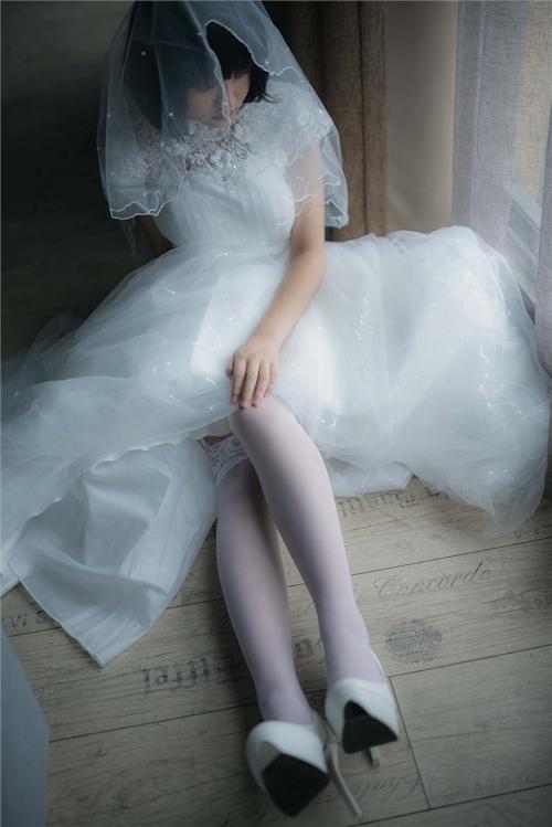 美乳パイパン少女のウェディングドレスのヌード画像 1