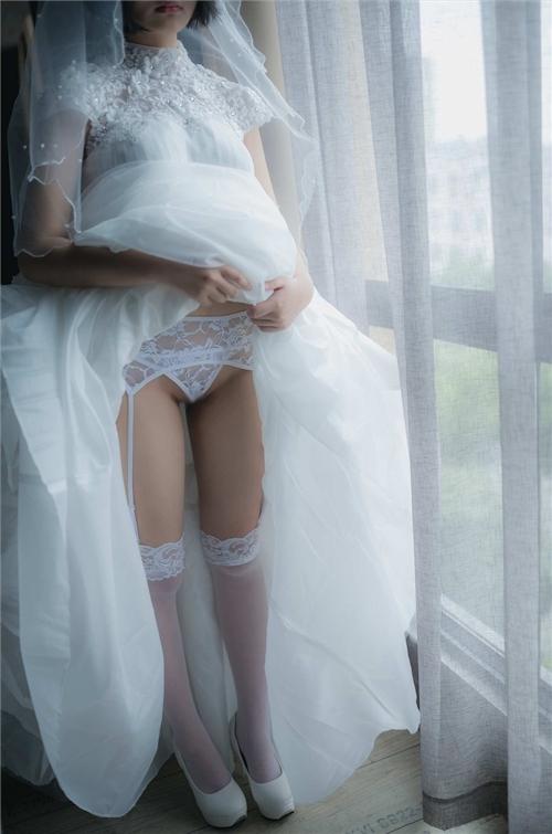 美乳パイパン少女のウェディングドレスのヌード画像 2