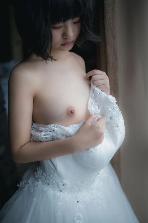 美乳パイパン少女のウェディングドレスのヌード画像 6