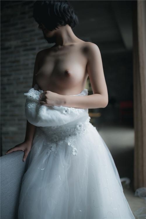 美乳パイパン少女のウェディングドレスのヌード画像 10