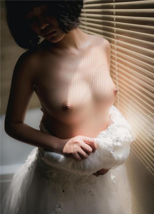 美乳パイパン少女のウェディングドレスのヌード画像 13