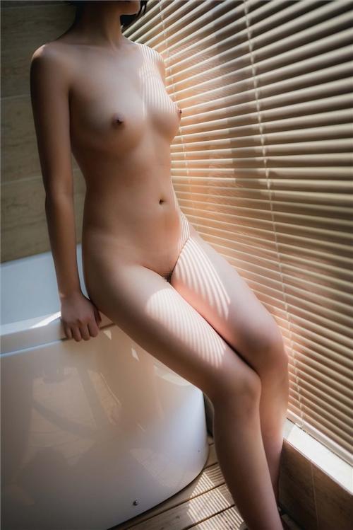 美乳パイパン少女のウェディングドレスのヌード画像 14