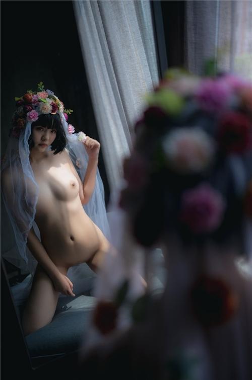 美乳パイパン少女のウェディングドレスのヌード画像 20