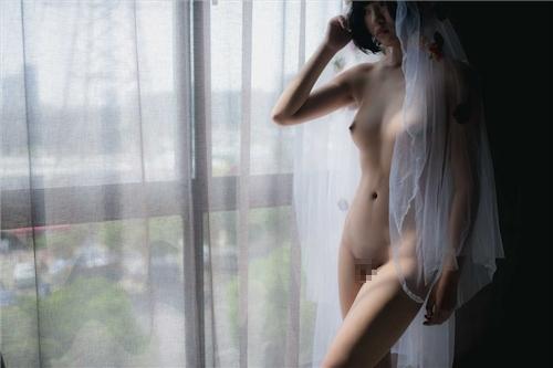 美乳パイパン少女のウェディングドレスのヌード画像 21