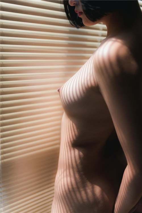 美乳パイパン少女のウェディングドレスのヌード画像 23