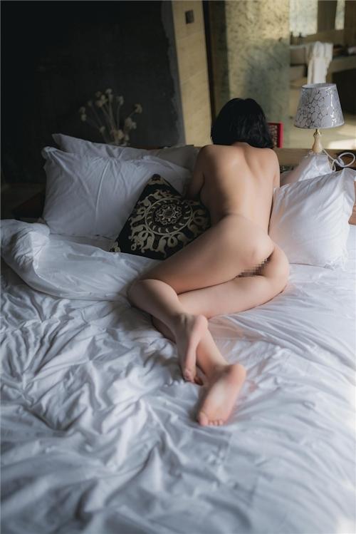 美乳パイパン少女のウェディングドレスのヌード画像 27