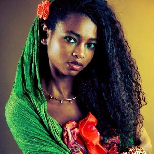 アフリカン美女モデル Daiena Silva Gomes ヌード画像 3