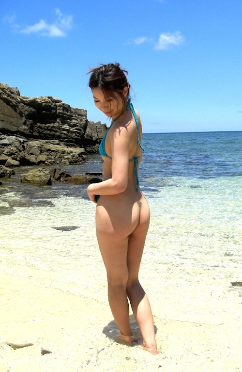 素人女性ビーチ野外露出ヌード画像 4