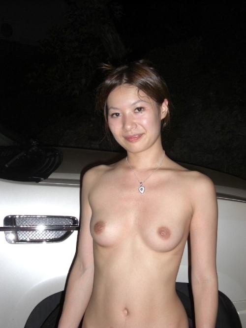素人女性ビーチ野外露出ヌード画像 10