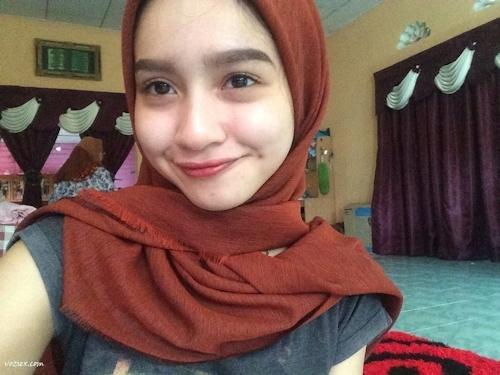 マレーシアのきれいなお姉さん系素人美女の自分撮りヌード画像 3