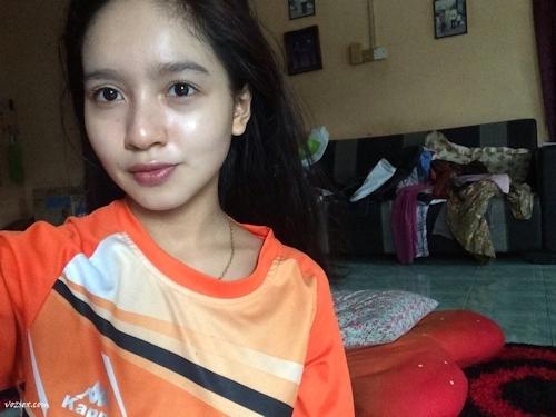 マレーシアのきれいなお姉さん系素人美女の自分撮りヌード画像 4