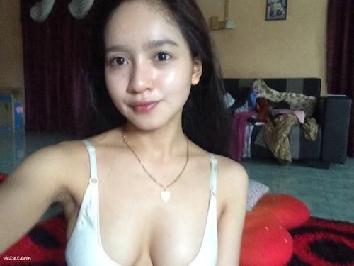 マレーシアのきれいなお姉さん系素人美女の自分撮りヌード画像 5