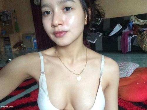 マレーシアのきれいなお姉さん系素人美女の自分撮りヌード画像 6