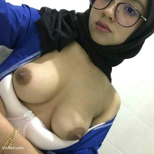 マレーシアのきれいなお姉さん系素人美女の自分撮りヌード画像 9