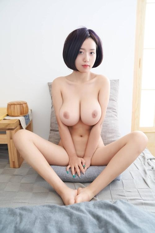 美爆乳美女のヌード画像 14