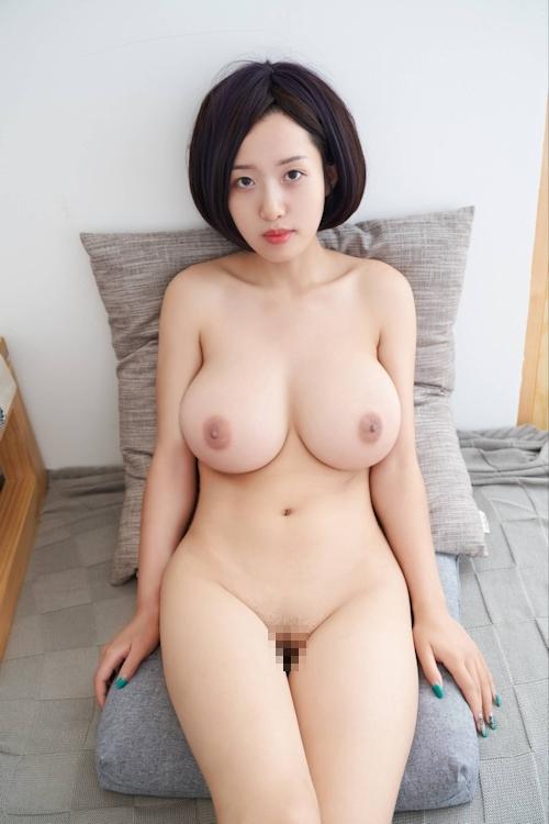美爆乳美女のヌード画像 15