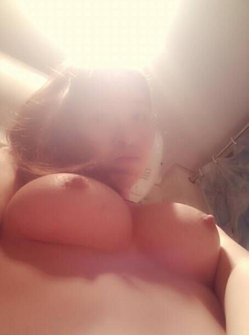 清楚な美人女子大生のプライベートヌード流出画像 12