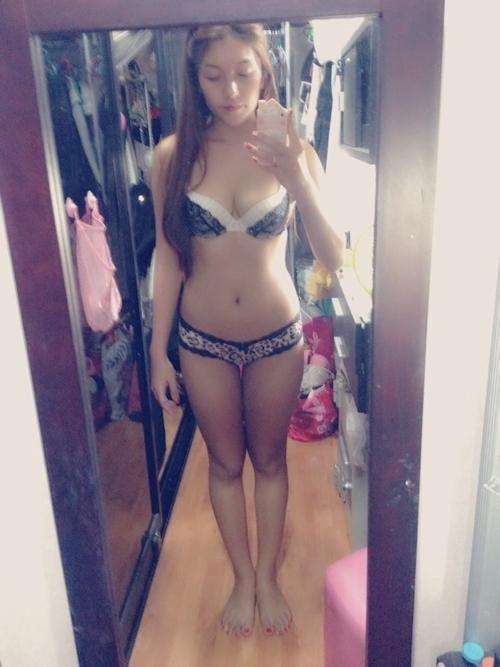 タイのオシャレな素人美女の自分撮りヌード流出画像 7