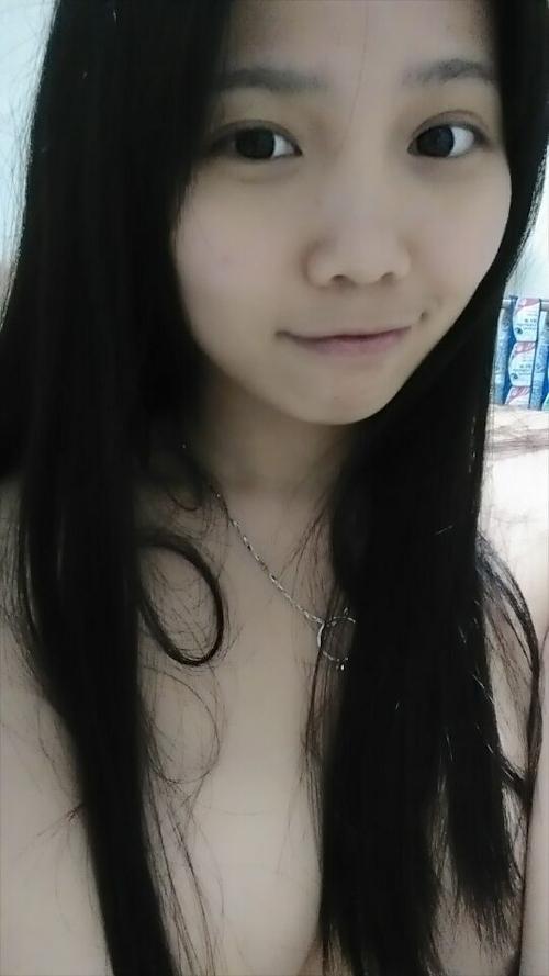 アイドル級の巨乳黒髪美少女の自分撮りヌード画像 6
