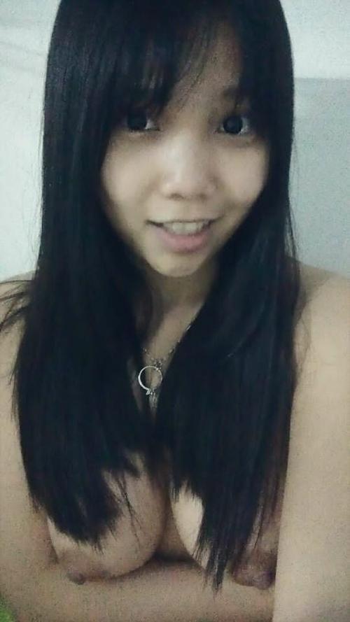 アイドル級の巨乳黒髪美少女の自分撮りヌード画像 7