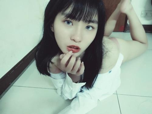 TikTokで人気の美少女の流出ヌード画像 5