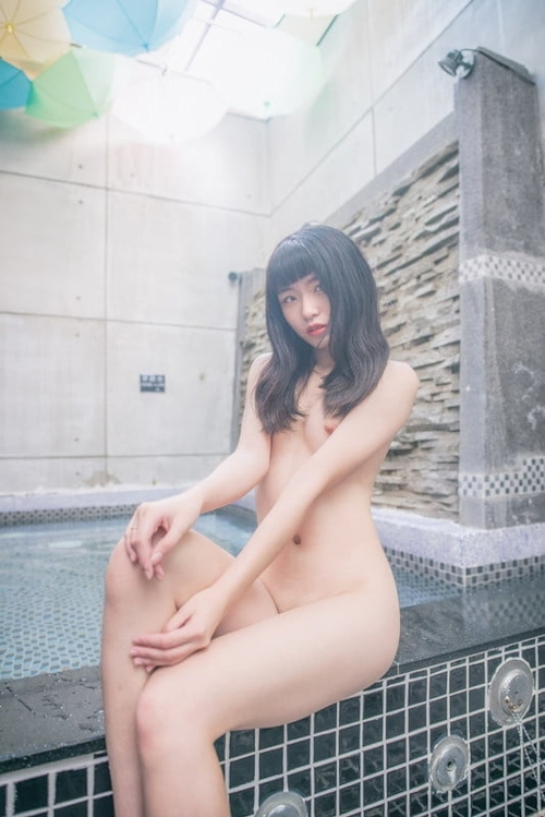 TikTokで人気の美少女の流出ヌード画像 11