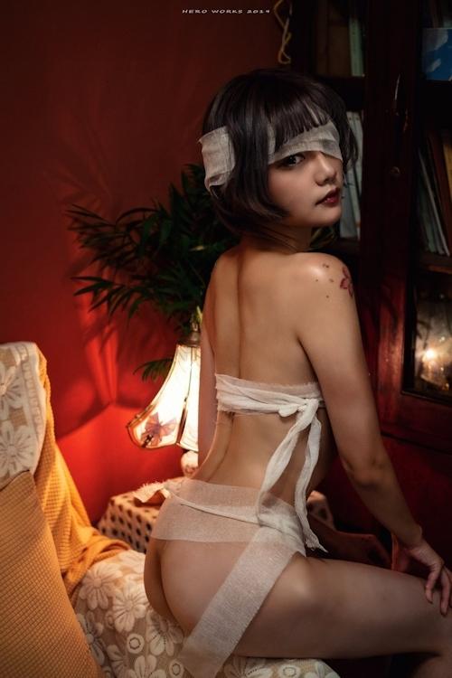 包帯美女のヌード画像 1